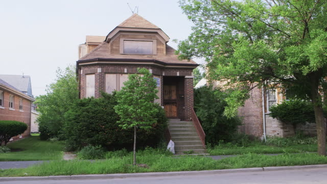 WS Boarded up bungalow house day