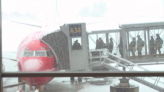 HD: Boarding A Plane
