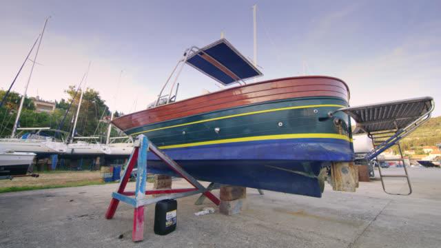 WS-Boot in der Werft für Reparaturen
