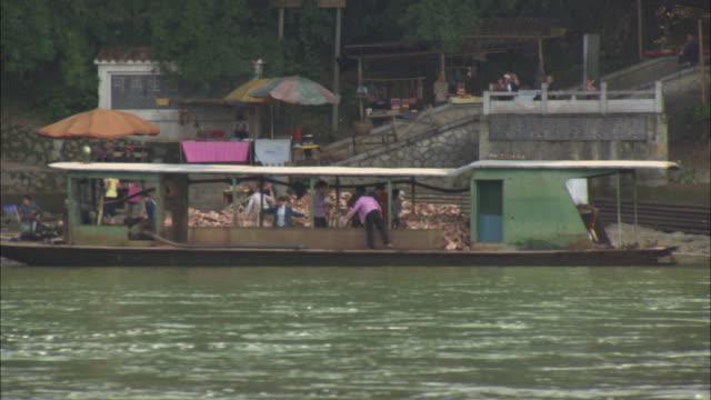 WS PAN Boat traffic on Li River, Guilin, Guangxi Zhuang Autonomous Region, China
