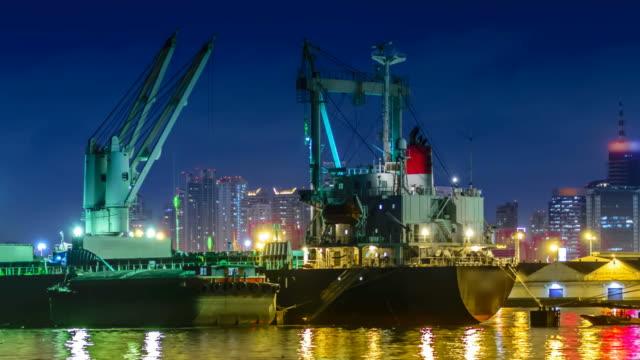 Imbarcazioni portare sabbia lavora davvero vicina?