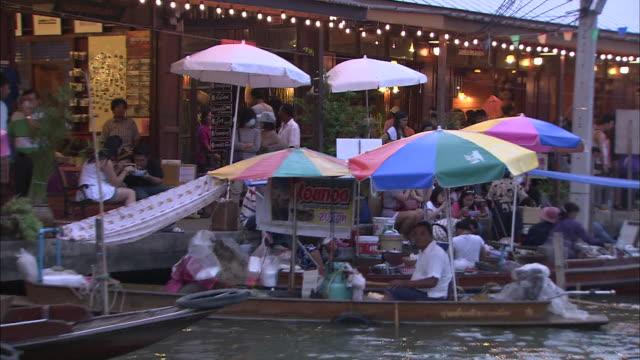 Boats sailing through the passage: Dolly Shot.