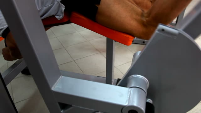 Body builder - Prone leg curl