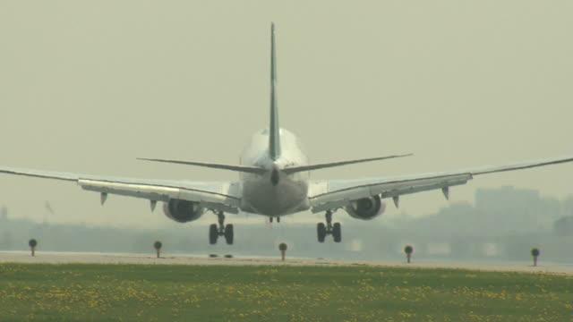 Boeing 737 Airplane MS Landing