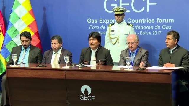Bolivia suscribio el martes compromisos de inversion con seis petroleras internacionales para la exploracion de hidrocarburos por unos 1582 millones...