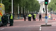 Bomb threat in London on eve of Queen's visit to Ireland police searching Mall ENGLAND London The Mall EXT General views police vehicles and cordon...