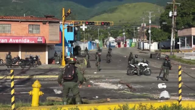 Border city San Cristobal joined Venezuela's opposition as it began a two day nationwide strike aimed at ousting the president through early elections