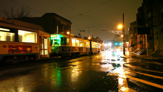 Boston Streetcar in una notte piovosa