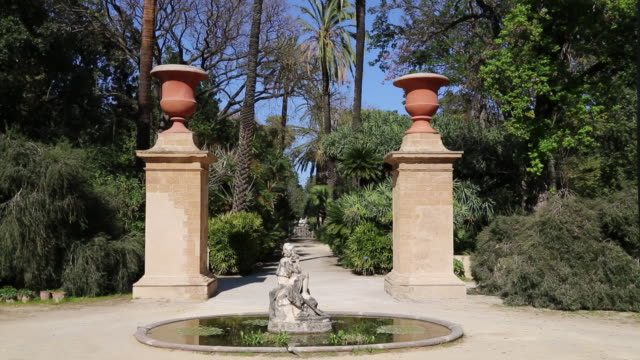 Botanical gardens (Orto Botanico di Palermo), view of the gardens with a fountain, with a sculpture in the middle, Palermo, Sicily