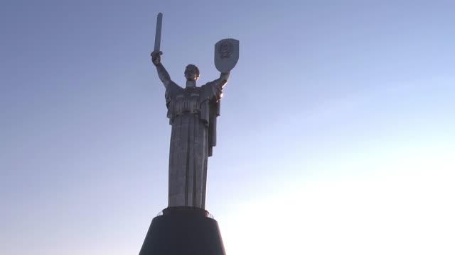 bottom view statue