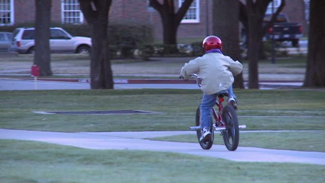 Bicicletta di equitazione bambino (HD 720P (rallentatore