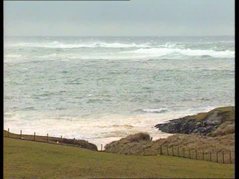 'Braer' Tanker disaster C4N Shetland Isl Quendale Bay TLS Braer on the rocks PULL OUT to BV of John MacGregor looking CMS SIDE MacGregor MS Lord...