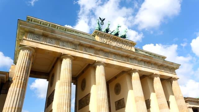 Brandenburger Tor met wolken, time-lapse
