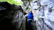 Mutige Kinder auf mountain trail