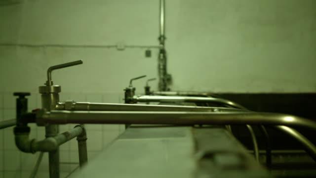 Brauerei innen. Großen Bottich mit Kupfer Deckel bedeckt