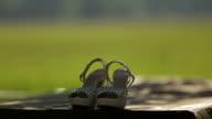 Braut Schuhe auf dem Tisch-Stock Material