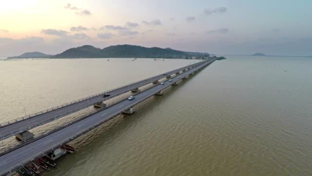 Brücke über den Golf