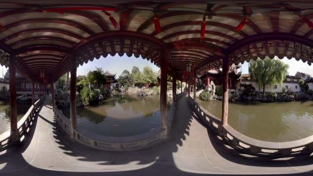 360 VR, Bridge over pond in Yuyuan gardens