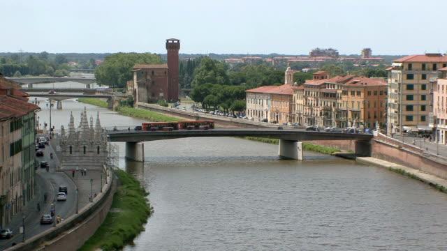 WS Bridges crossing Arno River / Pisa, Tuscany, Italy