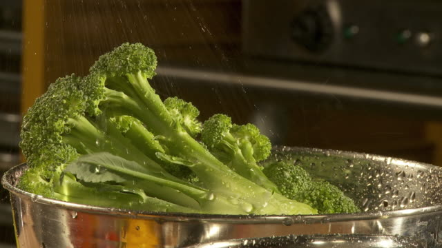 CU, Broccoli being washed in colander