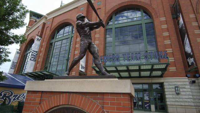 Bronze Statue of Robin Yount, Hall of Famer