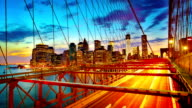Brooklyn Bridge und Manhattan Skyline am Abend