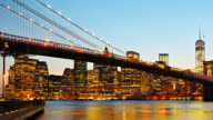 Ponte di Brooklyn e Manhattan skyline notturna