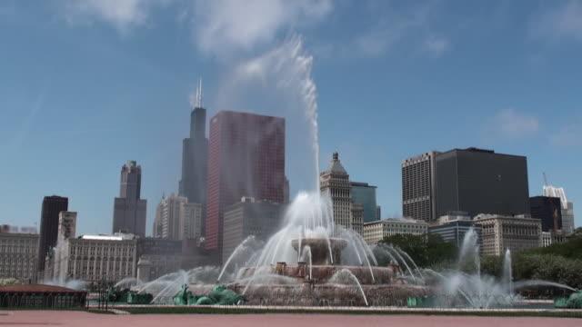 Buckingham Fountain with Chicago Skyline in background