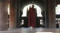 Buddhistische monk_gang_moench