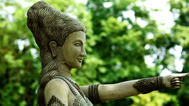 Buddhistic sculpture pointing the way