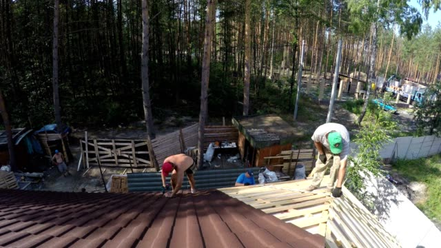 Builders build a roof.