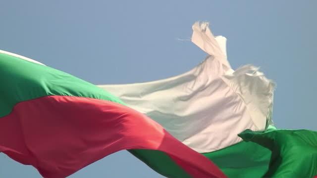 CU ZO WS TD Bulgarian flag and castle exterior, Veliko Tarnovo, Bulgaria