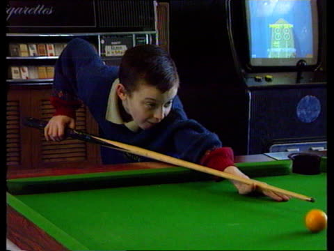 Jonathan Green interview ITN ENGLAND Liverpool Jonathan Green as playing pool PAN LR MS Mother Father as watching him play PULL OUT