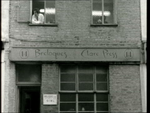 £750 thousand worth of bullion hijacked ***ALSO ENGLAND London Bowling Green Lane AV 'Clare Press' on building CU No '14' AV 'Bowling Green Lane' on...