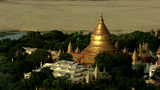 Burma-Myanmar : Golden temple