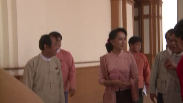 Burmese opposition leader Aung San Suu Kyi arrived for a parliamentary session on Thursday and will later hold a news conference on key talks...
