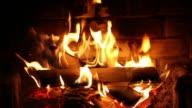 Verbrennung von Holz im Kamin.
