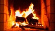 Verbrennung von Holz im Kamin. Volumetric Kamin.