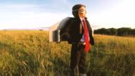 Zakelijke Boy staat vol vertrouwen op Nederlands gebied met jet pack