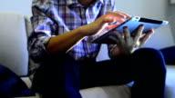 Business-Mann mit digitalen tablet