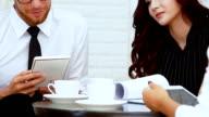 Business-Meeting in einem Büro- und reden für Unternehmen.
