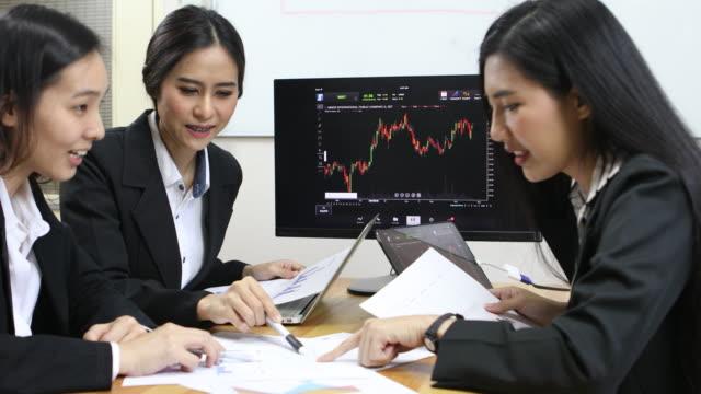 Affärsmöte den finansiella rapporten