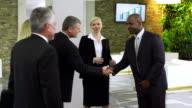 MS Business Partner Hände schütteln In der Lobby