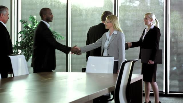 PAN LS Business Personen empfangen im Meetingraum