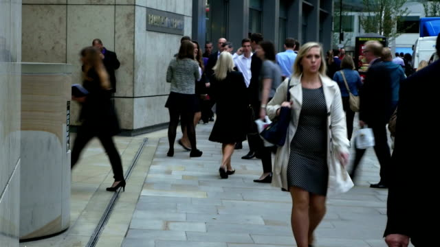 Uomini d'affari a Londra per Fenchurch Street (4 k Ultra HD/HD)