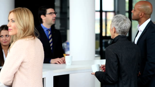 Geschäftsleute auf Kaffeepause
