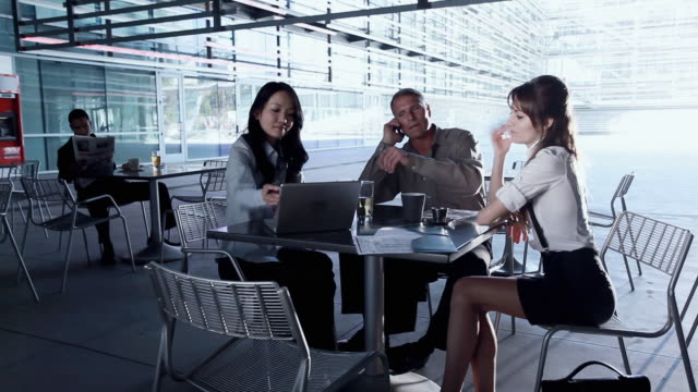 MS Business people sitting in cafeteria and talking, man leaving, Los Angeles, California, USA