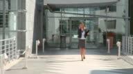 DOLLY HD: Business Frau