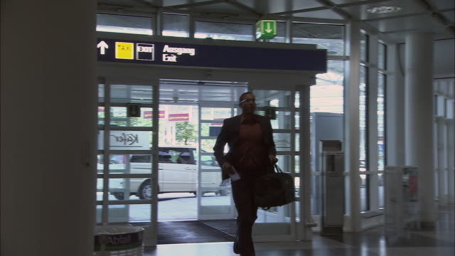 MS PAN Businessman arriving late to airport check-in counter/ Attending checking man's passport and returning it/ Man running off/ Munich, Germany