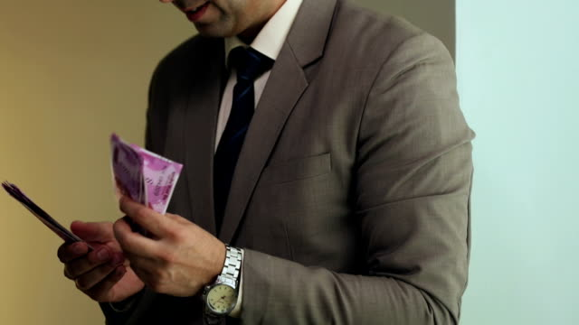 Businessman counting indian two thousand banknotes, Delhi, India